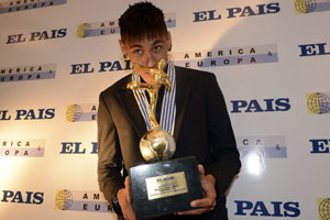 neymar with his award