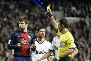 pique receives a yellow card