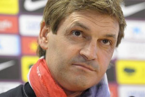 Tito Vilanova with red and white scarf