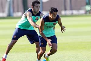 Pedro and Jordi Alba in training